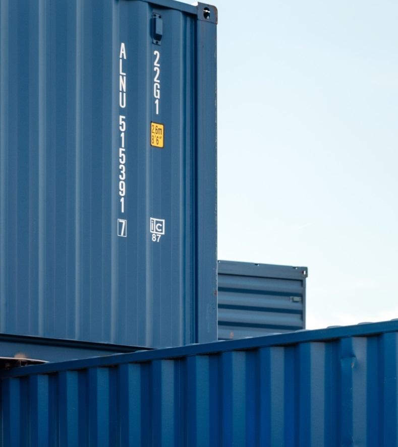 blauwe zeecontainers